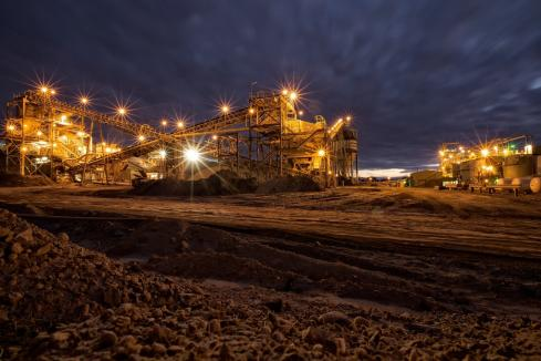 Local gold miners crack ASX 200