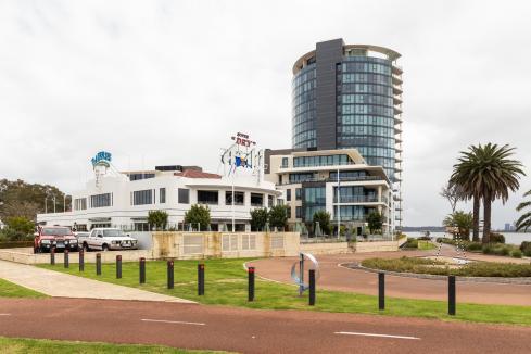 Ammon loses final bid to close Raffles Hotel bar