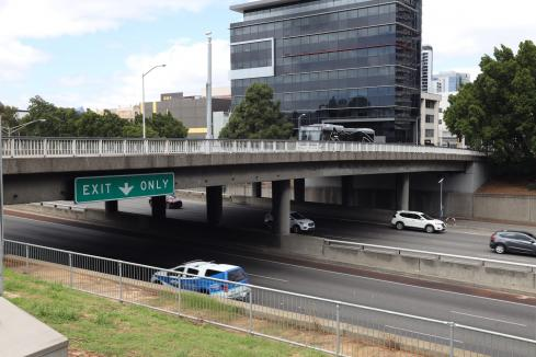 Freeway to close for bridge works