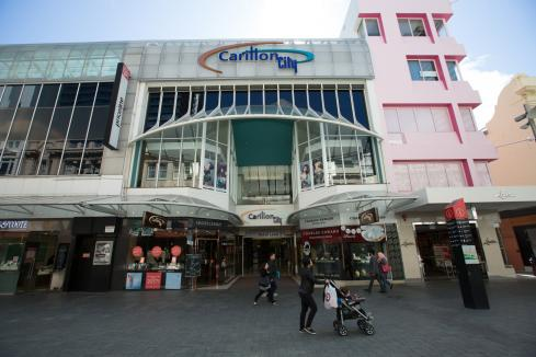 More retailers shut down in COVID-19 crisis