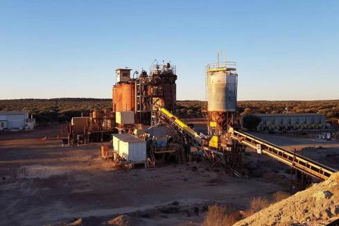 Middle Island piles on more gold at Sandstone