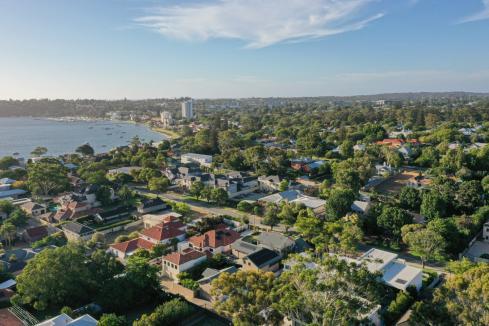 Buyers splurge on top homes