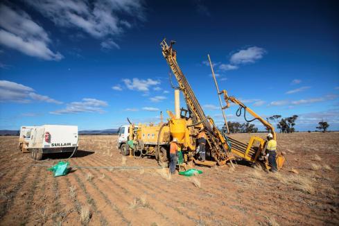 Impact cranks up drill rig at Apsley porphyry target