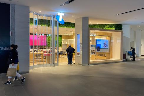 Telstra wants jab required of workers