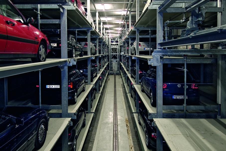 Car stacker in liquidation
