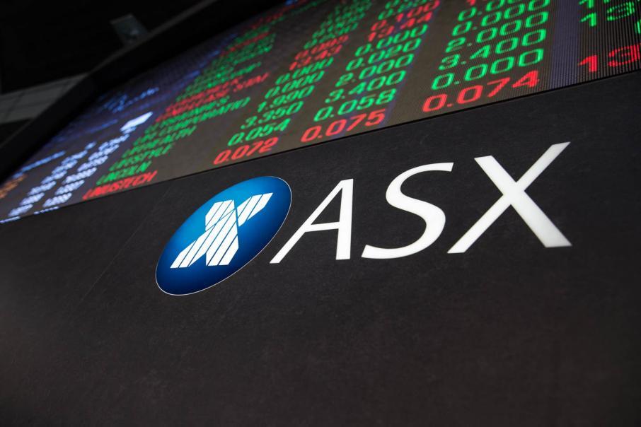 Trade war fears keep share market lower