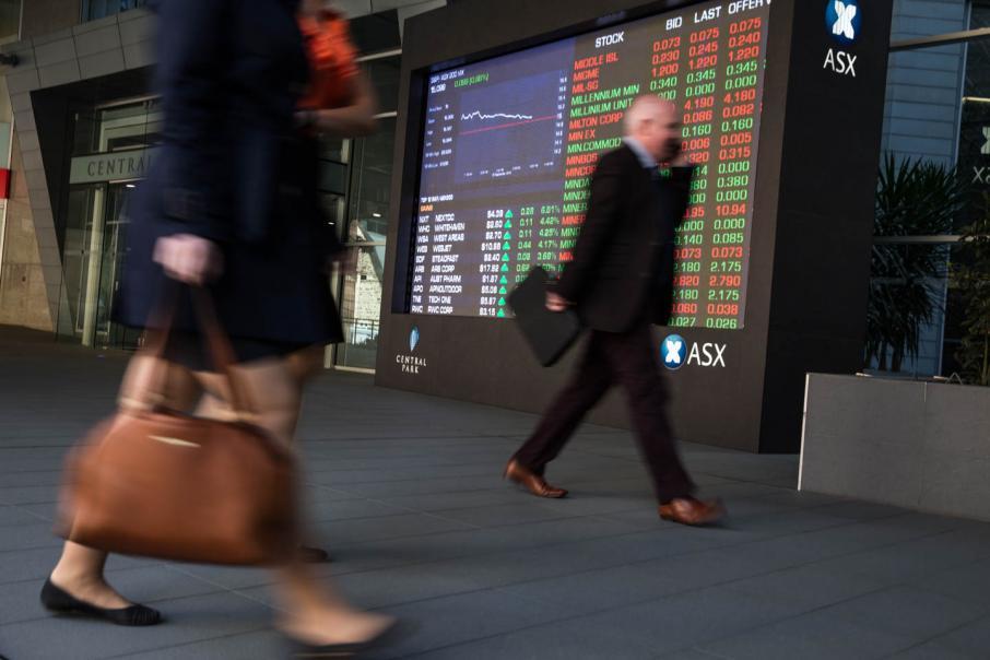 Supermarkets, banks drag on Aust shares