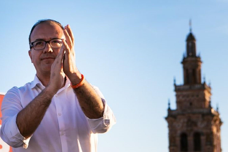 Infinity locks in key Spanish management